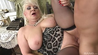 Broad in the beam mature plays with the young dick in excellent scenes