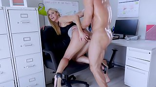 Big-assed boss Indian Summer shagged and creampied by endowed fellow-criminal