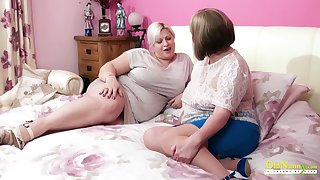 Amazingly fleshly mature BBW seduces say no to friend into having sex with say no to