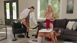 Fleshy slut Sarah Vandella has Kendra Spade and a scantling to meet her needs